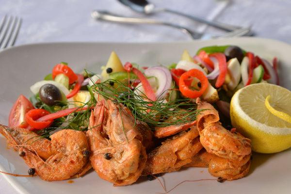 clifftop-dining-prawns