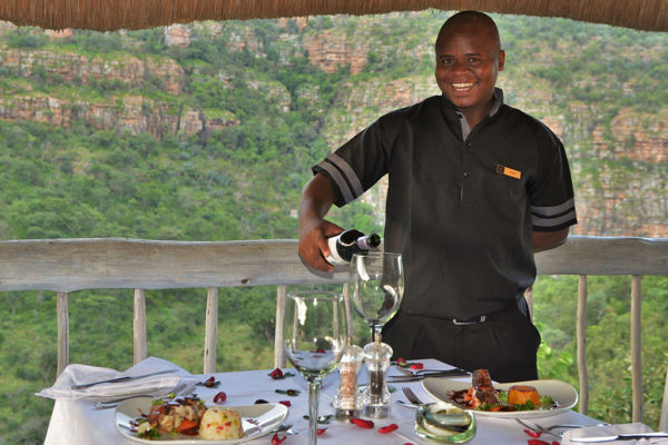 clifftop-dining-waiter