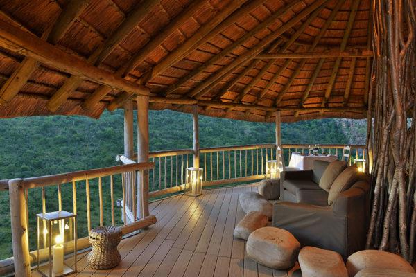 clifftop-lodge-facilities-deck